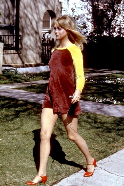 Goldie Hawn, oh how I love your shoes, Goldie!