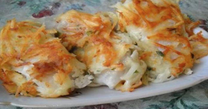 очень вкусный праздничный рецепт жареной рыбы под тертой картошкой — настоящее ресторанное блюдо!