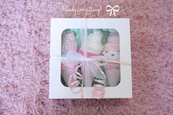 Ensemble de 3 nouveau cadeau de maman / bébé douche / pour une fille / corps costume gant de toilette / don de l