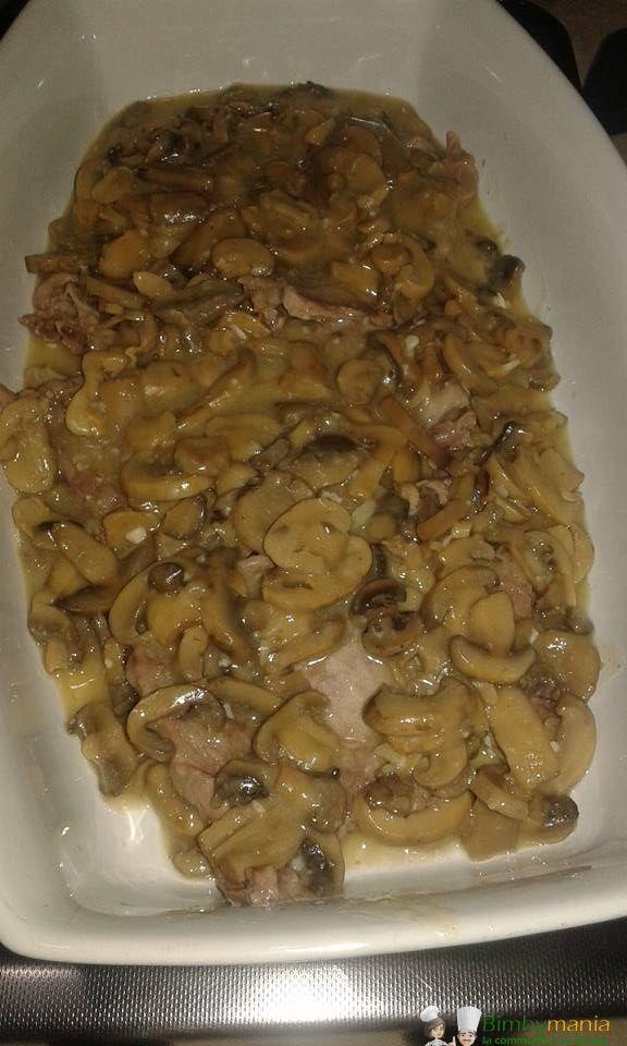 Scaloppine ai funghi Bimby, che buone le scaloppine...e con i funghi possono fare sia da secondo che da contorno! Ingredienti: 600 gr di carne, 300 gr di funghi,