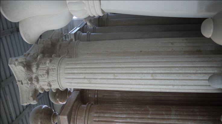 Colonne in pietra - http://achillegrassi.dev.telemar.net/project/colonne-stile-corinzio-in-pietra-bianca-di-vicenza/ - Colonne stile corinzio in Pietra bianca di Vicenza Dimensioni:  290cm x 50cm x 50cm