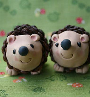 Happy pinecone hedgehogs with polimer clay // Vidám toboz sünik gyurmával  // Mindy - craft tutorial collection