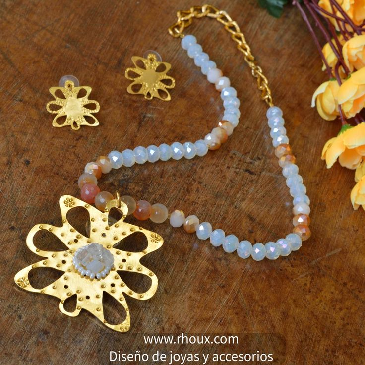 Eres una mujer a quien le gusta lucir perfecta, está oferta es para ti!  #Collar corto con dije en bronce y juego de aretes bañado en oro 24k, por solo COP$ 74000. Coméntalo, compártelo y dale me gusta.  Encuéntralo en tu tienda online www.rhoux.com Correo Info@rhoux.com  #rhouxaccesorios #collares #necklaces #love #chain #love #beautiful #instafashion #dije #pendant #girl #mujeres #cute #followme #beauty #gilrs #gemstonejewelry