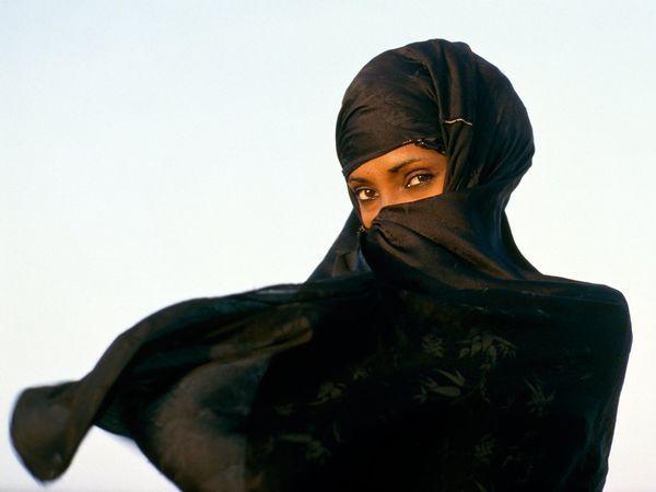 Africa |  Swahili Woman, Kenya | © Carol Beckwith and Angela Fisher