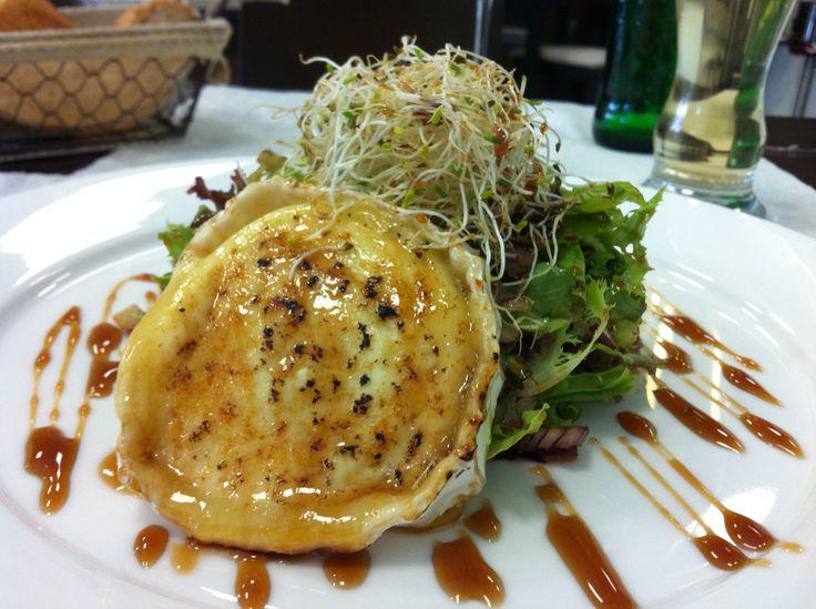 Ensalada de queso de cabra. #ensalada #restaurantesantacruzdetenerife #tenerife
