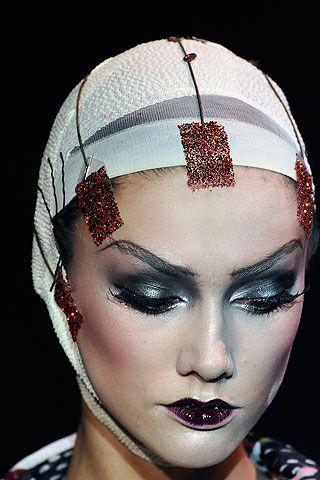 Google Image Result for http://1.bp.blogspot.com/_2iSSI8Mqc5c/S9OTJNTbv3I/AAAAAAAABiM/XaVzYPxNH1E/s1600/Makeup-artist-pat-McGrath-for-john-galliano-03.jpg