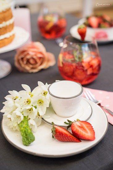 Muttertag, Mama überraschen, Muttertag Deko, Blumen, DIY, Muttertags Tisch, Muttertags Rezepte, Rezepte, DIY ideas, DIY Ideen, Dekoration, decoration, recipes, mother's day, flowers, pink, sweet table, style table, Styletisch...http://www.cookingcatrin.at/mama-ueberraschen-rotkaeppchen-fruchtsecco/