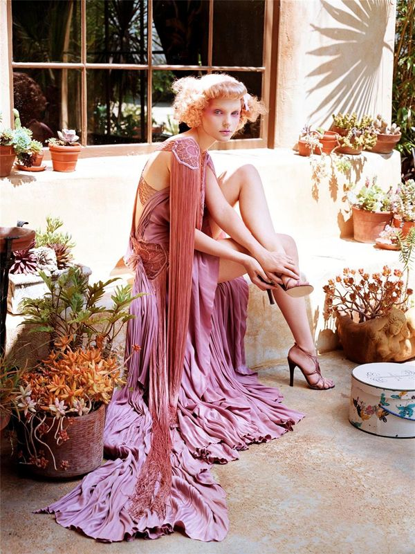 Vogue Italia September '03 - Jessica Stam shot by Steven Meisel.