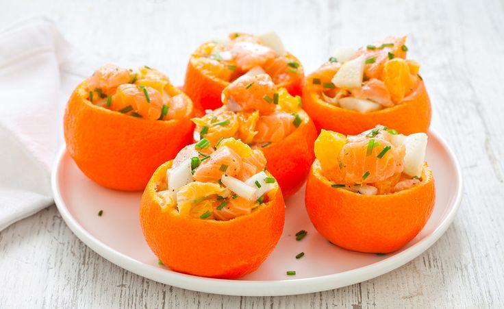 La tartare di salmone, finocchio e mandarino è una ricetta leggera e originale, un antipasto di Natale veloce da preparare, anche a casa.