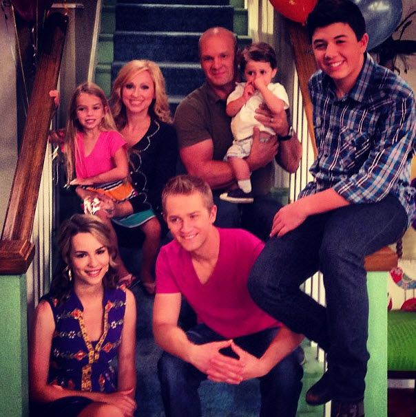 """Behind The Scenes Photos From Eric Allan Kramer Of Him And His """"Good Luck Charlie"""" Co-Stars"""