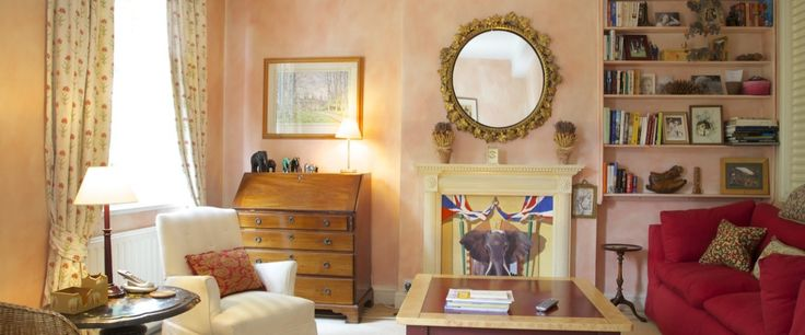 This lovely flat is decorated in a traditional style offering a peaceful haven to recharge after a busy day.