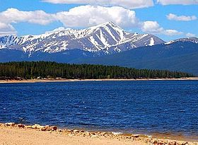 Mount Elbert 4.401 m 🇺🇸 is the highest summit of the Rocky Mountains of North America and the highest point in the U.S. state of Colorado. The 14,440-foot (4,401 m) fourteener is the apex of the Sawatch Range and the second-highest mountain in the contiguous United States (after Mount Whitney in California).