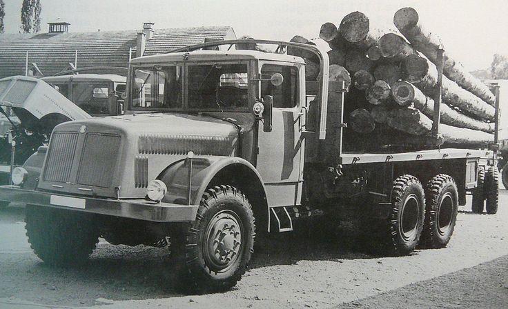 Tatra T111 log transport
