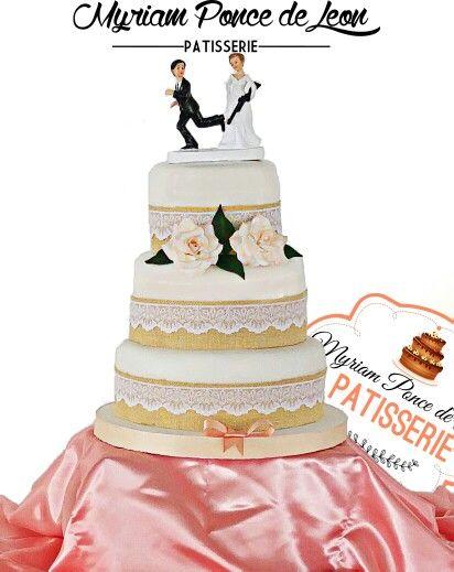 Cake de bodas en estilo rustico-elegante, con cintas de alpilleras y encaje. Rosas de azucar Myriam Ponce de Leon- Patisserie