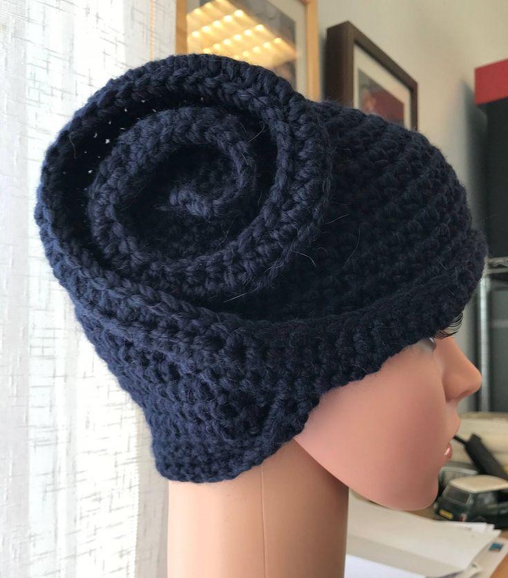 """Sono felice di condividere l'ultimo arrivato nel mio negozio #etsy: Cloche """"Verso mezzanotte"""" http://etsy.me/2yWnQCn #igieneebellezza #blu #cloche #cappellino #hat #lana #uncinetto #crochet #wool"""
