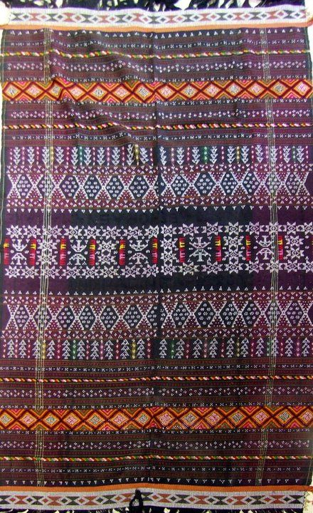 Ulos abit godang. Ceremonial cloth. Batak Angkola people Sumatra Utara - Indonesia Cotton - Beads. Twill weave - Supplementary weft weave - Weft wrapping - Bead weaving.