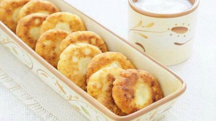 Яблочные сырники Яблочные сырники – нежное и вкусное лакомство, которое готовится в считанные минуты! Они отлично подойдут на завтра и несомненно порадуют всю семью!