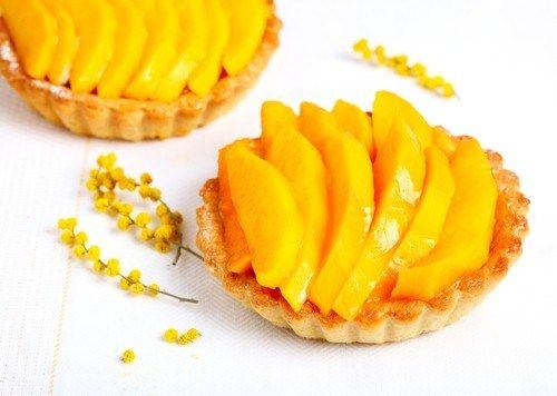 Пирожные с манго, папайей и кремом из лайма и маскарпоне