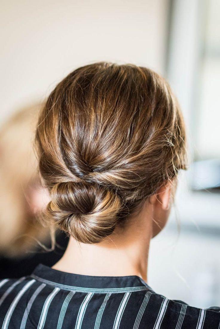 Brötchen Frisur ist leicht zu handhaben und sieht cool bei den Arbeitszeiten