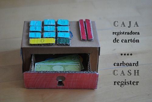 caja registradora de cartón con imprimible de kiwi crate cardboard cash register #juguetesDIY, via tierraremota by glaramknits
