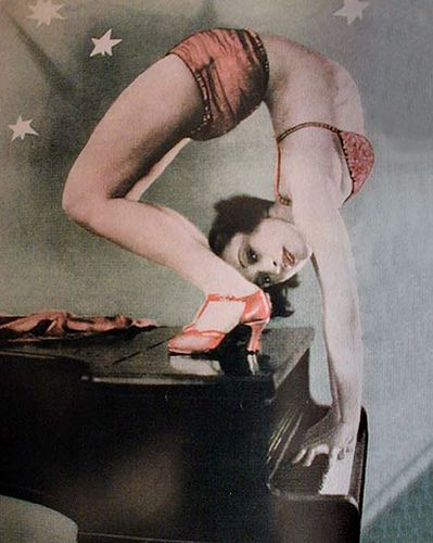 contortionist at piano
