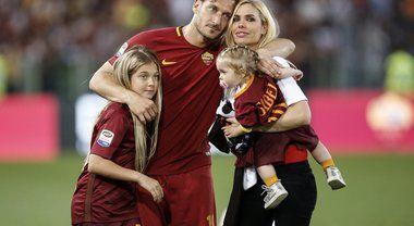 Totti, la lettera d'addio: «Roma ti amo, ma adesso ho paura: stammi vicino»