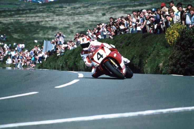 'Foggy' on his Yamaha at Creg-ny-Baa on the Isle of Man.TT92