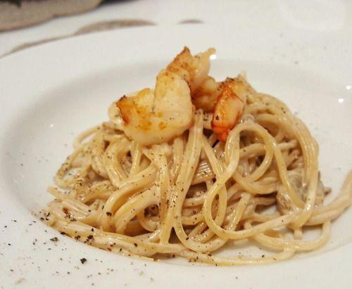 Spaghetti integrali con porcini e gamberi al miele tartufato #mieletartufo #pannadisoia #funghiporcinisecchi #aglio #pastaintegrale #spaghettiintegrali #spaghetti #butteristhenewblack