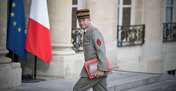Le général Pierre de Villiers annonce ce matin sa démission, dans l'heure précédent la tenue d'un conseil de défense à l'Elysée, auquel il ne se rendra donc pas. Il y sera remplacé par le major général, l'amiral Philippe Coindreau, numéro 2 de l'état-major. Depuis les propos tenus jeudi soir par le chef de l'Etat, qui l'ont beaucoup affecté, ainsi que ses proches, le général de Villiers s'est donné «le temps de la réflexion». Sa décision l'honore.