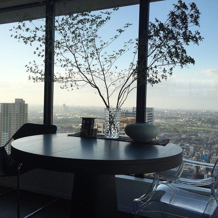 テラス席 さて夕食は何にしようかしら  #lifestyle#livingroom#apartment#home#myhome#interior#interiordesign#homedesign#KURASHIRU家具#マンションライフ#マンション暮らし#ダイニングテーブル#シンプルライフ#大人夫婦の暮らし方#夕暮れ時#マンションインテリア by agatastyle.m http://discoverdmci.com