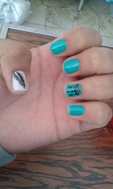 uñas decoradas azul y blanco