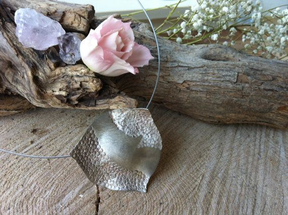 Handmade 100% silver pendant in organical shape on silver spang
