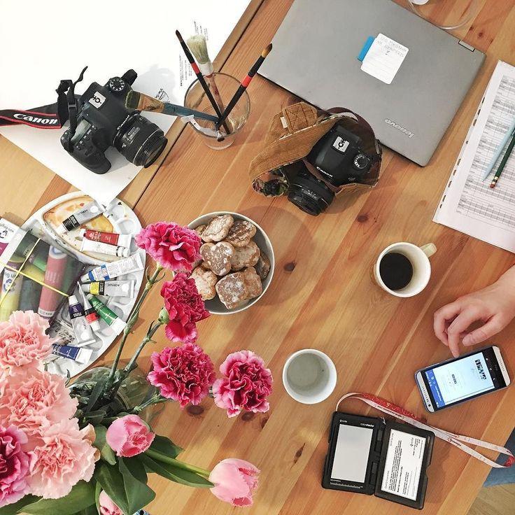 Dzisiaj sesja zdjęciowa oraz kręcenie filmu! @madewithlovephotography i @msobolpl już się rozkładają. Zaraz makijaż i sruuuu zaczynamy  #psc #paniswojegoczasu #sesja #foto #dziendobry #dzieńdobry #goodmorning #goodmorninginsta #goodmorningworld #poranek #morning #morningcoffee #coffee #coffeetime #kawa
