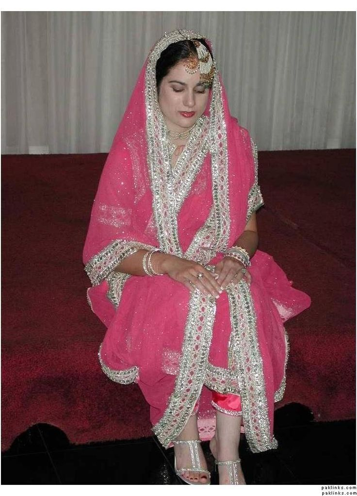 Khada dupatta from hyderabad *_* this is soo pretty! I definately want one! Same color!