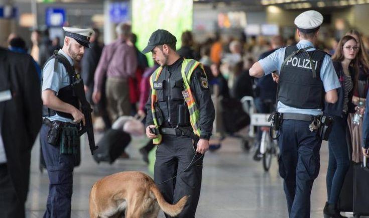 KIBLAT.NET, Brussels – Pasca ledakan yang mengguncang ibukota Belgia, Brussels, Selasa (22/03), negara-negara Eropa dan Amerika Serikat meningkatkan keamanan di bandara dan perbatasan. Serangan tersebut membuat Eropa dan Barat panik dan terancam. Seperti dilansir Al-Jazeera, pemerintah AS menutup sebagian pintu masuk di bandara Denver, Colorado. Penutupan ini dalam rangka menghindari potensi ancaman keamanan. Wartawan Al-Jazeera …