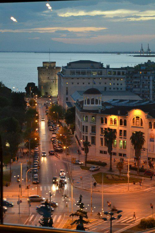 Sunrise at the White Tower in Thessaloniki, the capital of #macedonia, #Greece