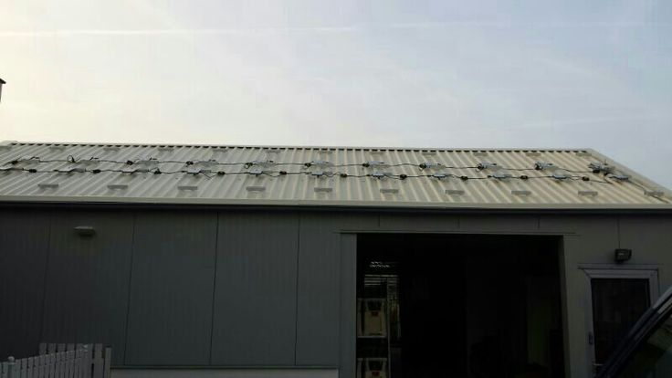 Schuurdak vd valk solar montage systeem met 3 fase enphase micro omvormers