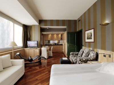 Scopri tutte le stanze, appartamenti e suites di Camperio, Milano Centro.