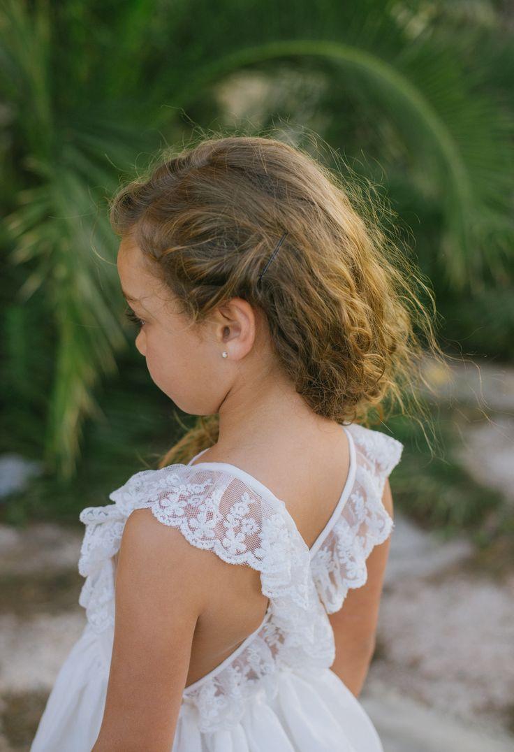 Precioso vestido de lino en blanco roto con tirantes cruzados de encaje. Plumeti Rain. Colección SS16 www.fashionbabyplace.es