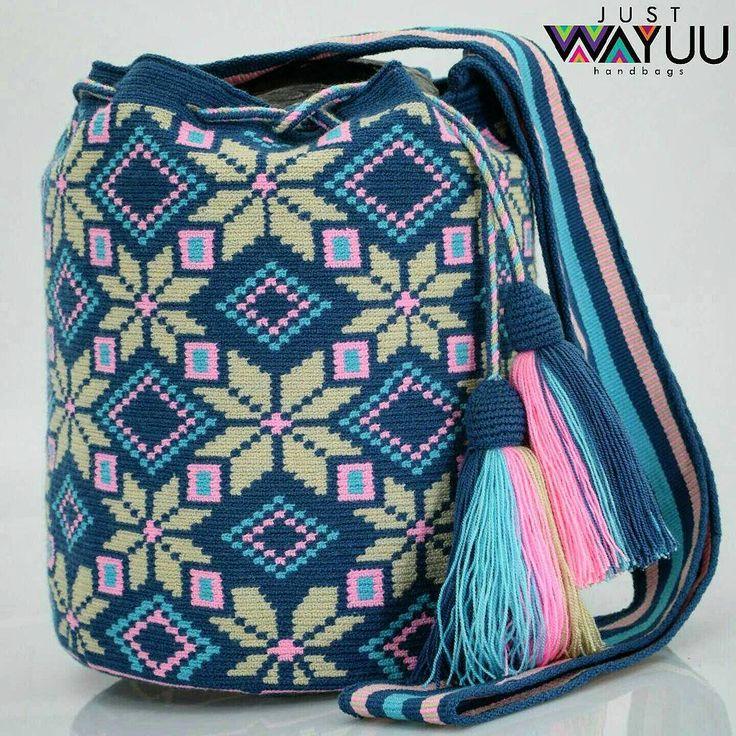 341 отметок «Нравится», 5 комментариев — Just Wayuu (@just.wayuu) в Instagram: «Ukrainian star patter made in single thread techniques with soft colors. Handcrafted handbags made…»