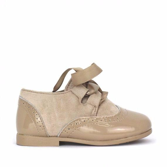 Zapato unisex camel modelo blucher inglés