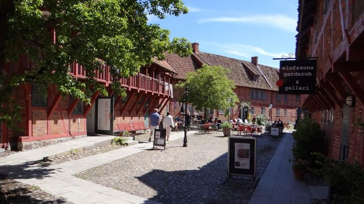 Ystad Auf unserem Stadtbummel durch Ystad fragen wir uns mehrmals: Läuft hier…