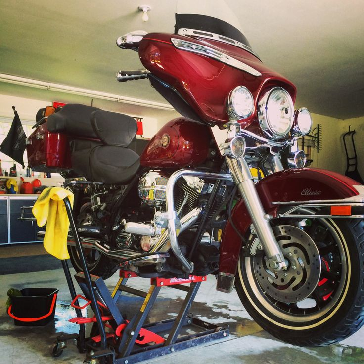 My Harley is getting 6hr cleaning. Oh, Ya !! It looks brand new and sO Damn shiny. In show room condition.