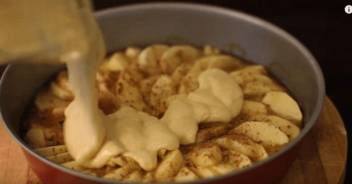 Αυτή η φρουτένια και νόστιμη συνταγή έρχεται από το Home Cooking Adventure και αφού είδαμε το τελικό αποτέλεσμα, ανυπομονούμε να το δοκιμάσουμε. Είμαστε σίγουροι ότι θα νιώσετε το ίδιο κι εσείς όταν το δείτε! Θα χρειαστείτε: – 4 με 5 μήλα – 1/4 κούπας + 1 κ.σ. βούτυρο – 7 κ.σ. ζάχαρη – 1 κ.γ. …