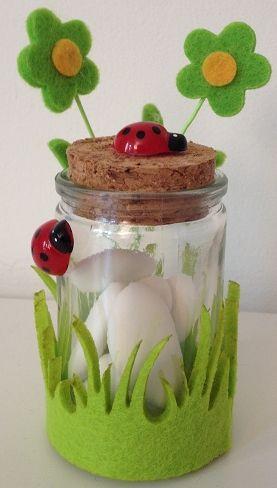 vasetto vetro con erba in feltro e coccinelle bomboniera battesimo