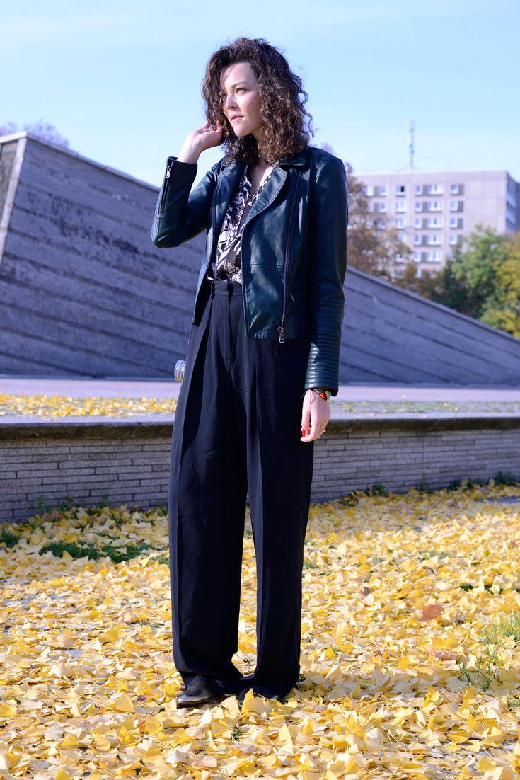 Kiki Albrecht in Lala Berlin blouse, Esprit green leatherjacker, MSGM pants and golden Lanvin slippers #fashion #streetstyle #berlin #ootd #fall