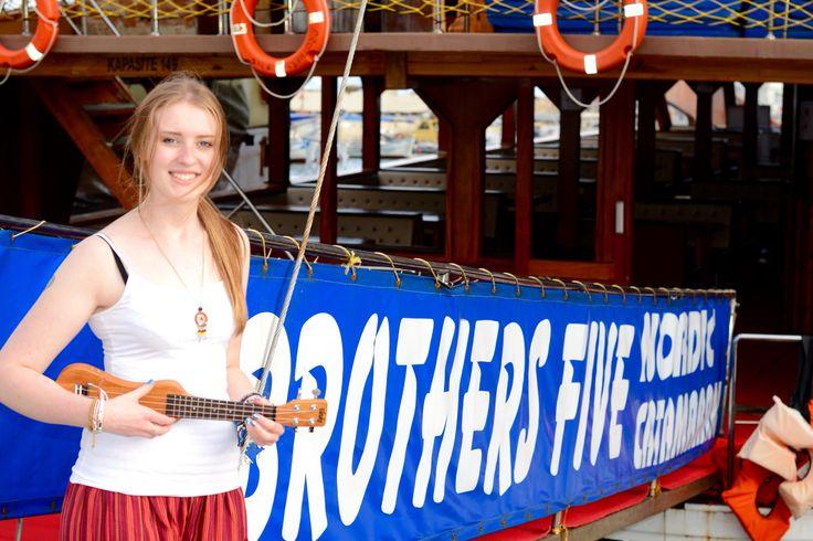 Brothers Five в Алании - это самый большой катамаран в порту Алании. Brothers Five предоставляет незабывемый тур, который вы могли бы себе представить. Malıbu Famıly. www.AlanyaCatamaran.com