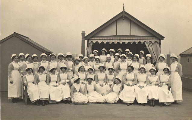 Enfermeras turno de noche King George Military Hospital (Londres,1915).National Library of Medicine