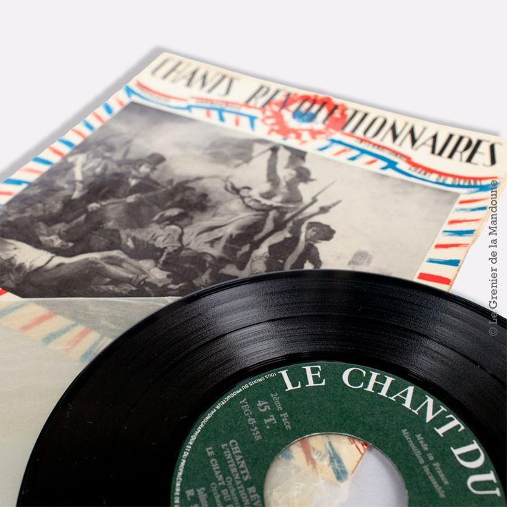 """Vinyle 45 T """"Chants révolutionnaires français"""". LE CHANT DU MONDE EP-45-3.001      """"Marseillaise"""" (Rouget de l'Isle)     """"La Carmagnole et le Ca Ira""""     """"L'Internationale"""" (Pottier et Degeyter)     """"Le Chant du départ"""" (M.G. Chenier et Mehul)  Soliste, Choeur et Orchestre : R. Schmidt, ténor Copyright by """"Le Chant du Monde"""" Made in France. Bon état"""