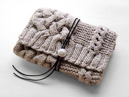 ニットクラッチバッグ-Bloom(S)-GRG - Beyond the reef 一つ一つ丁寧に編み上げるハンドメイドのクラッチバッグ